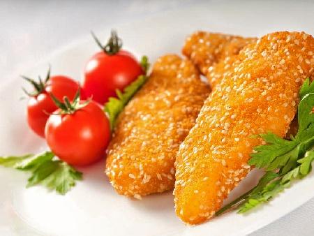 Лесни хрупкави панирани пилешки жулиени от филе (гърди) със сусам - снимка на рецептата